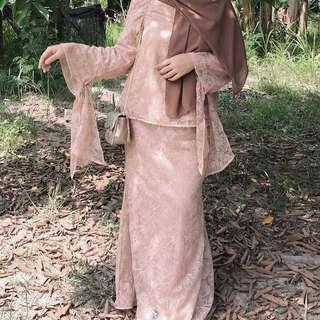 LUBNA Full lace tie knot kurung