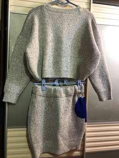 淺灰色拼彩色圖案冷上衣/半截裙套裝