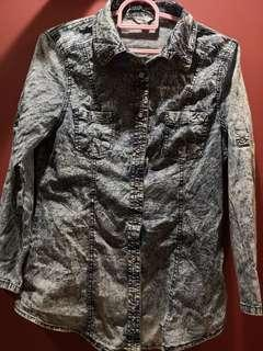 BN: Authentic GUESS distressed jeans shirt