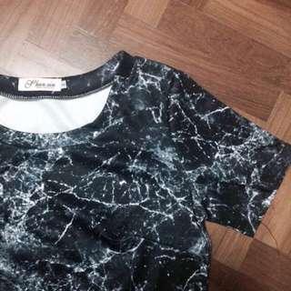 🚚 black marble crop top