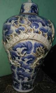 Blue and white jar, Dragon design.