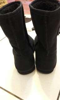 專櫃純黑內羔羊毛防潑水雪靴