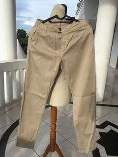 Bershka celana panjang khaki
