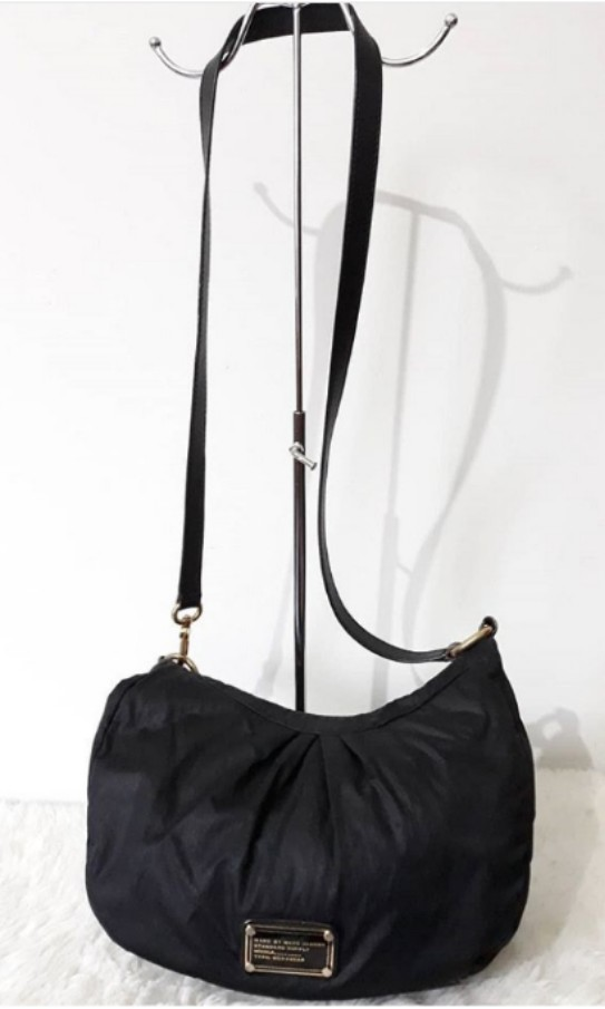 957550925522 Authentic MARC BY MARC JACOBS Nylon Q moon sling bag   hobo bag ...