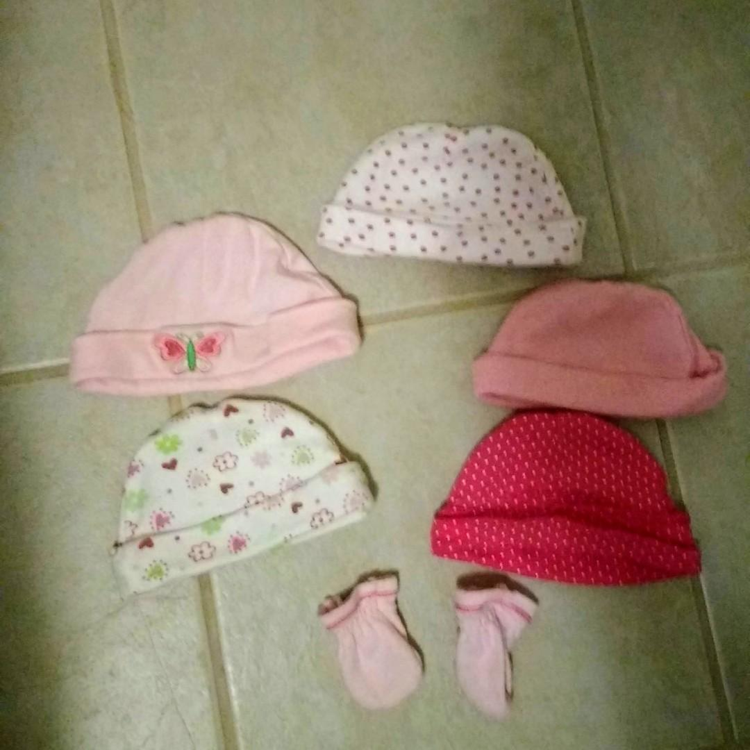 Newborn hat and mittens set