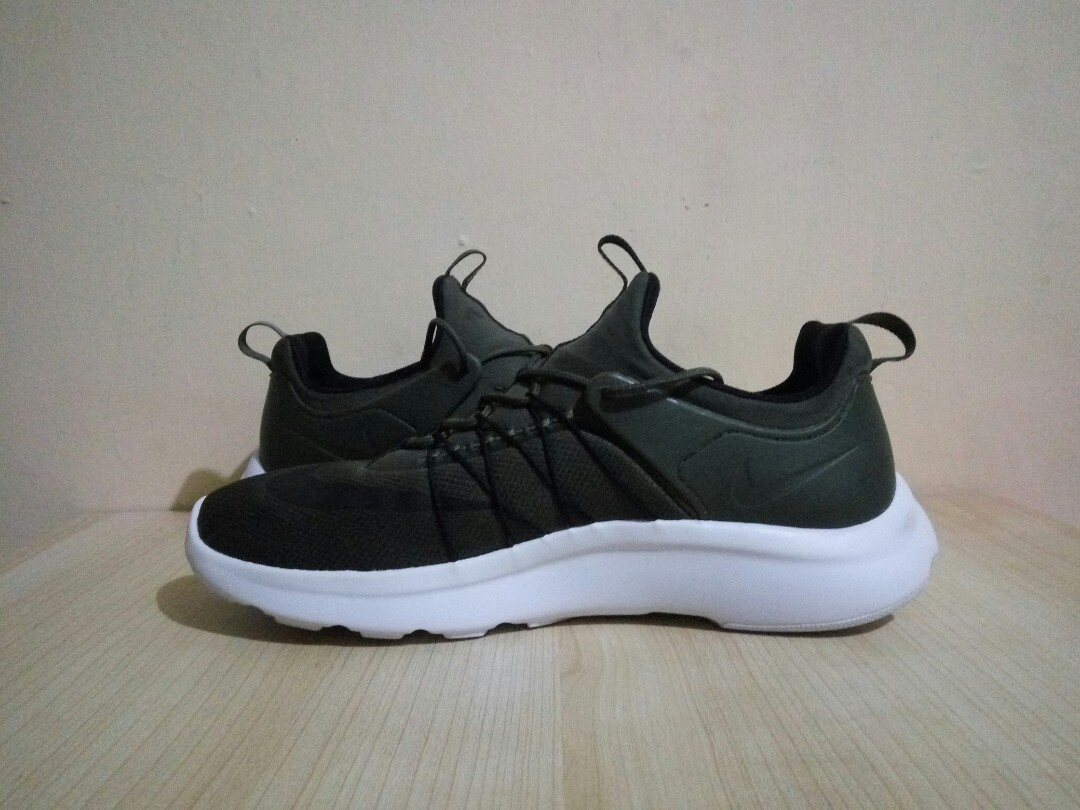 Nike Darwin Green Khaki. Very Good Condition
