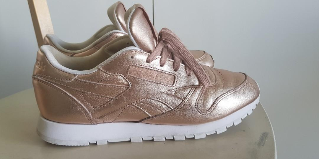 Reebok Classic Leather Trainers In Rose