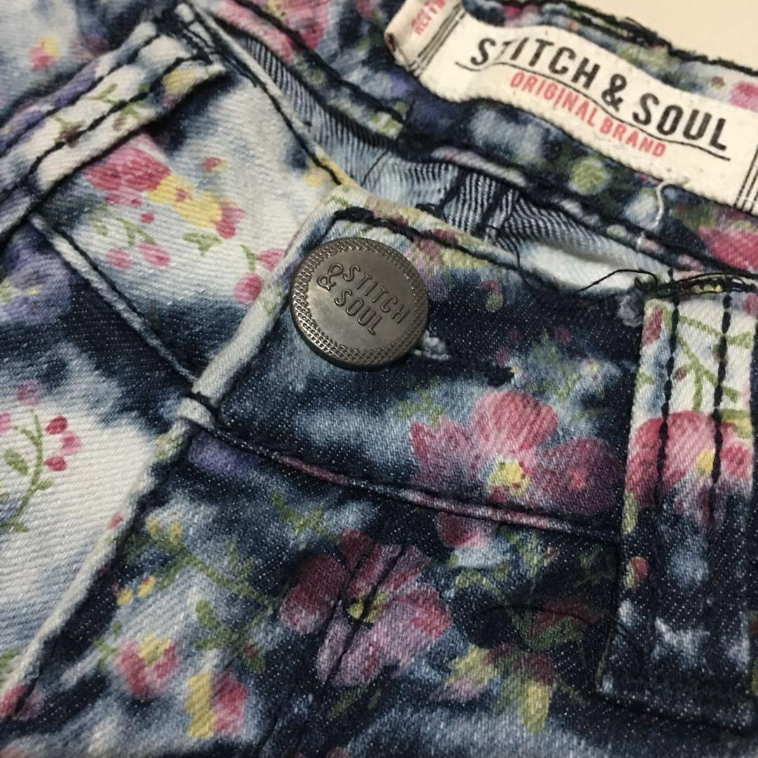 Stitch & soul acid washed denim floral skinny ankle jeans in size XS