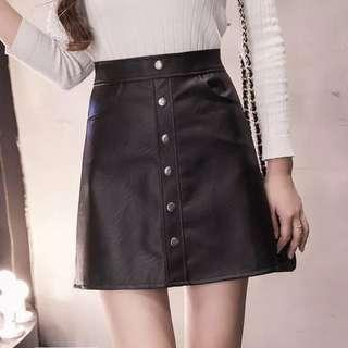 🚚 黑色 短皮裙 排扣 鈕扣 性感 熟女 OL
