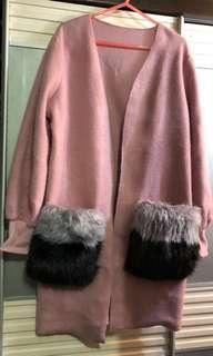 暗粉紅色拼灰黑色毛毛袋面長外套
