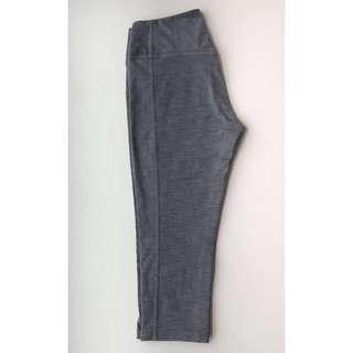 🚚 Nike Women's Crop Pants (Size M)
