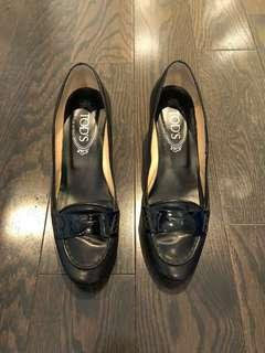 Tod's black leather pumps - size 37