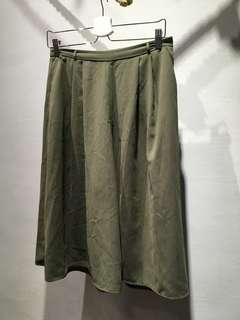 GU 雪紡紗透氣材質軍綠色寬褲 #衣櫃大掃除
