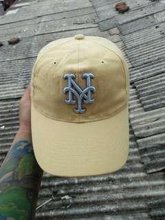 Topi Baseball/MLB New York Yankees Original WWS(World Wide Sports) Official Licensed Product Of The MLB Limited edition/rare size: Free/All size(pakai strap belakang) Kondisi 96% Sangat mulus, warna sangat pekat utuh aman
