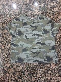 Kaos crop top motif army Zara