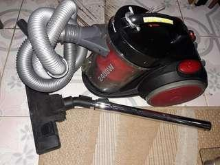 Piranha vacuum cleaner