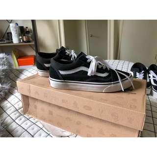 "SIZE 7.5 - VANS ""Old Skool Shoes"""