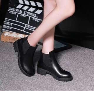 🚚 Black Boots