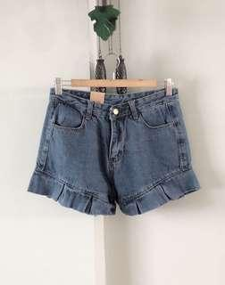 $10 SALE // Vintage thrift ruffle denim highwaist short