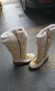 Winter Boots/snow boots -  juicy couture. Jacquard logo. White\yellow