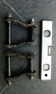 Original Hilux Vigo Shackle Angle 1 pair