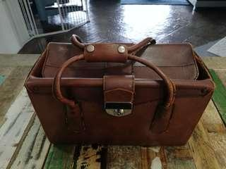 VINTAGE LEATHER BOX BRIEFCASE