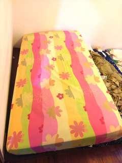 單人加大床墊原價3500九成新2500誠可議需自取