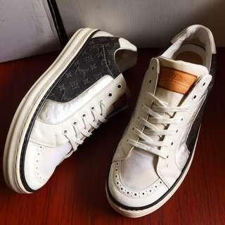 Louis Vuitton authentic low top sneakers Size 44