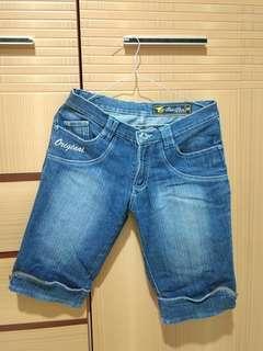 Celana Jeans Selutut merk Fuk Shin size 28