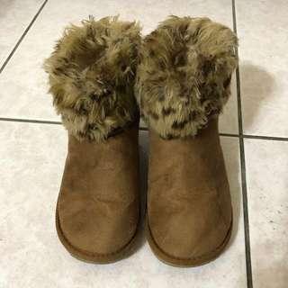 🚚 GU 兒童雪靴