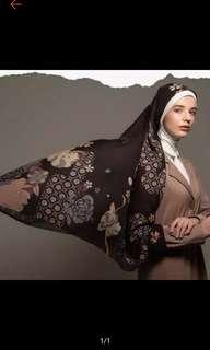 Lantana scarf blackberry by restu Anggraini
