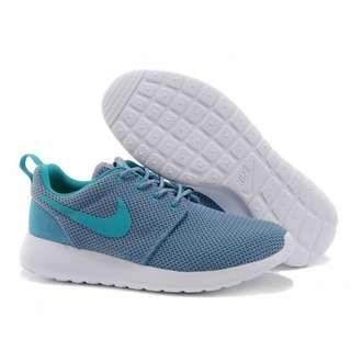Nike Roshe in blue