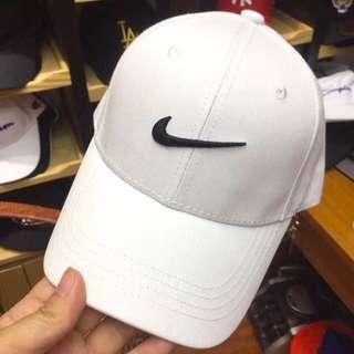 🚚 Nike白色棒球帽
