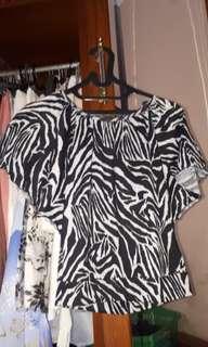 Baju atasan motif