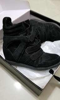 Black sneaker rabu rabu