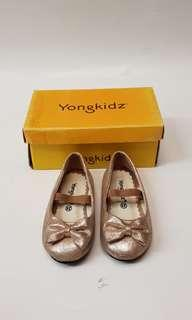 Yongki gold shoes
