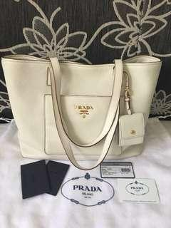 Authentic Prada bag ($750 for fast deal)