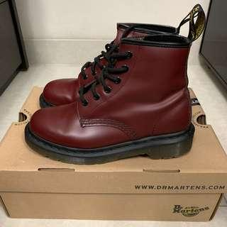 Dr. Martens cherry red 6孔靴