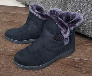 Fur-lined Winter Boots