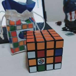 Toys 'R' Us Rubiks Cube