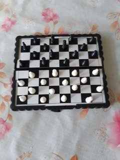 Magetic chess game