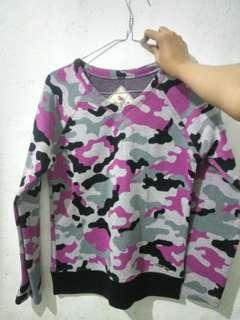 Sweater army pink M gratis lipice