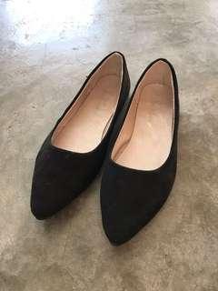 Woman Black Flat Shoes