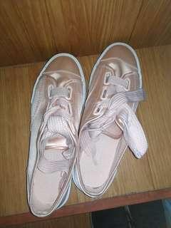 Sepatu sneaker H&M