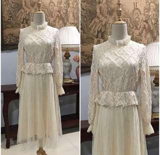 Long sleeves lace dress