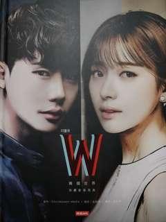 🚚 W/兩個世界:珍藏影像寫真【附8張明信片】