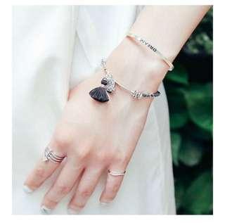 🚚 vacanza 神的旨意 黑色銀色圈圈設計流蘇鬆緊手環 手鍊 銀牌吊飾波希米亞 正韓