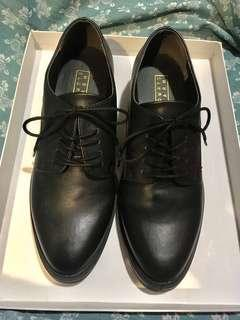 Lowrys Farm 黑仿皮鞋