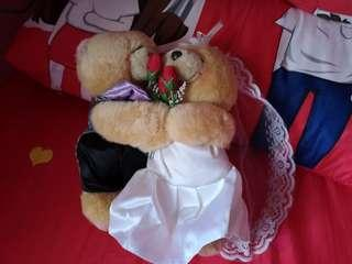 Bears soft toys for wedding bridal car