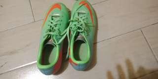 🚚 足球鞋